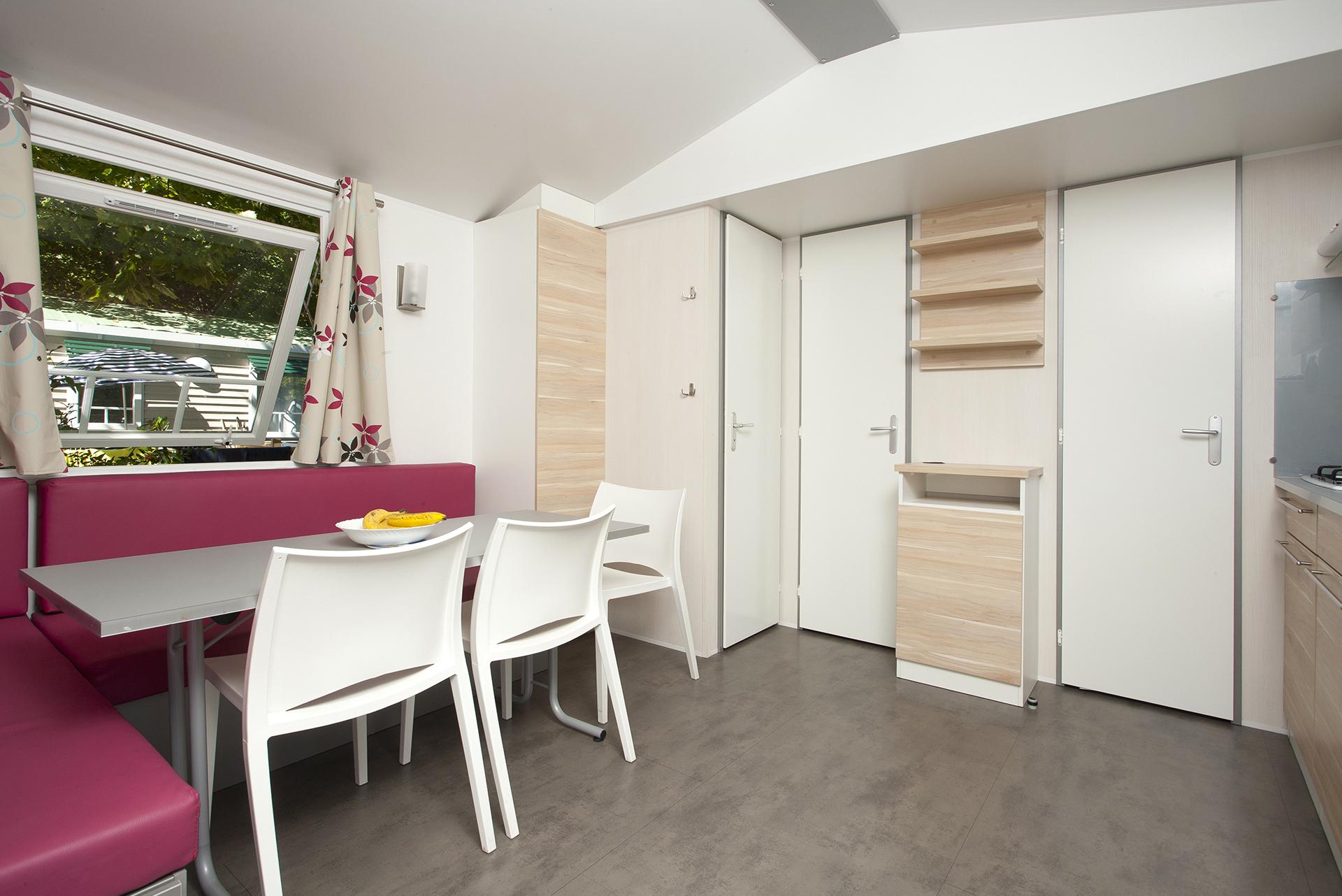 Spacieux salon mobil-home camping Biarritz