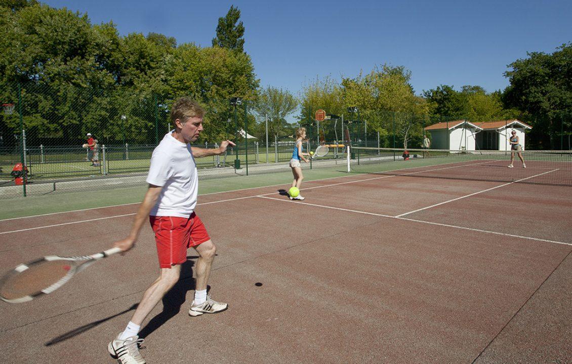 Cours de tennis au camping séjour Pays Basque Camping Le Ruisseau