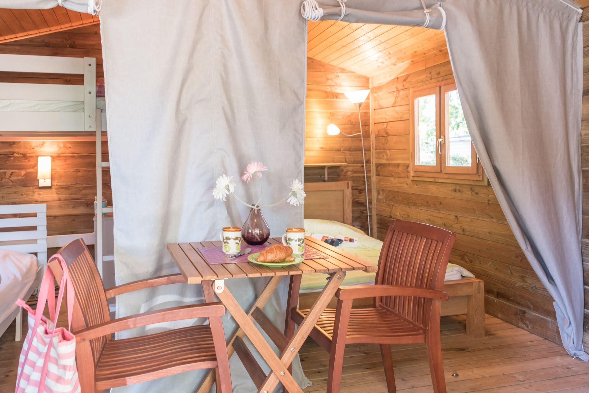 Intérieur en bois camping 5 étoiles Biarritz