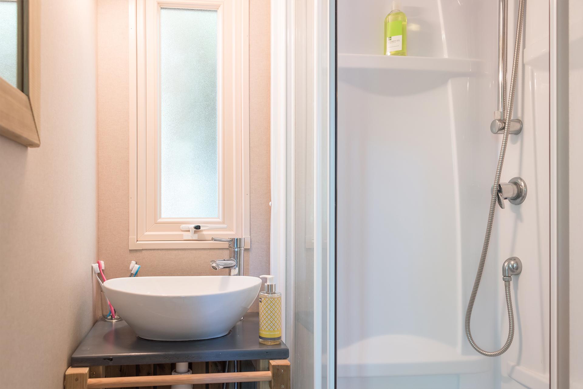 Salle de bain de mobil-home camping Bidart