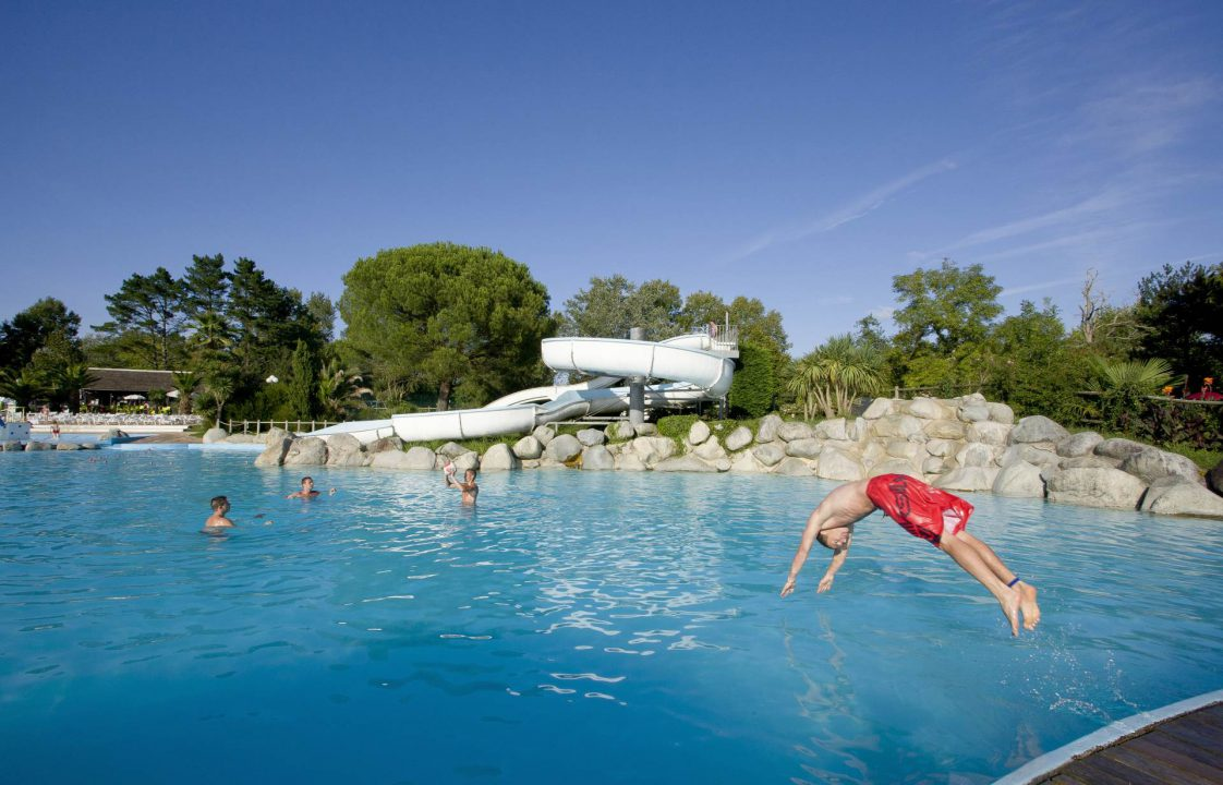 Camping avec piscine biarritz bidart le ruisseau 5 for Camping de france avec piscine