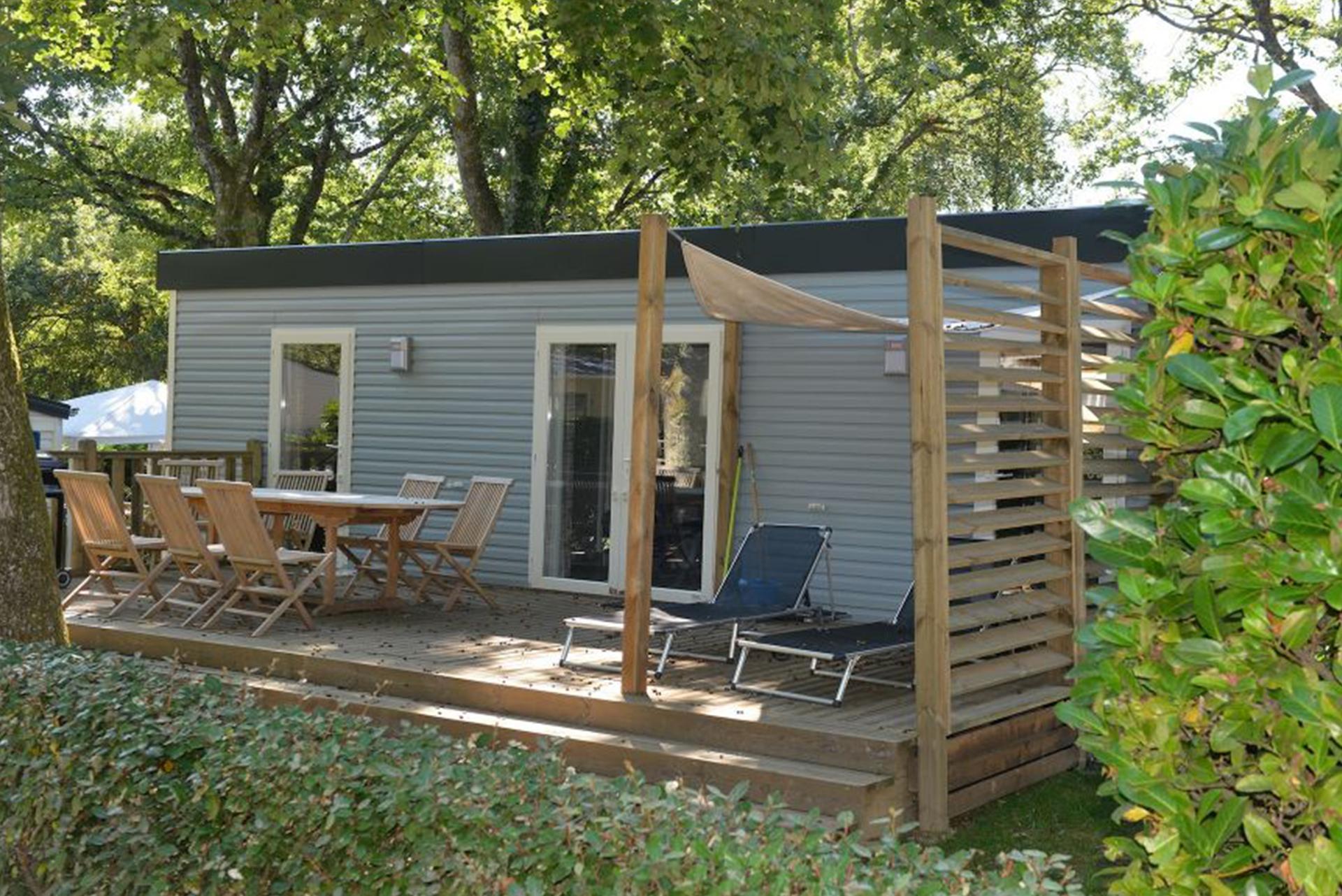 Mobil home terrasse en bois camping 64