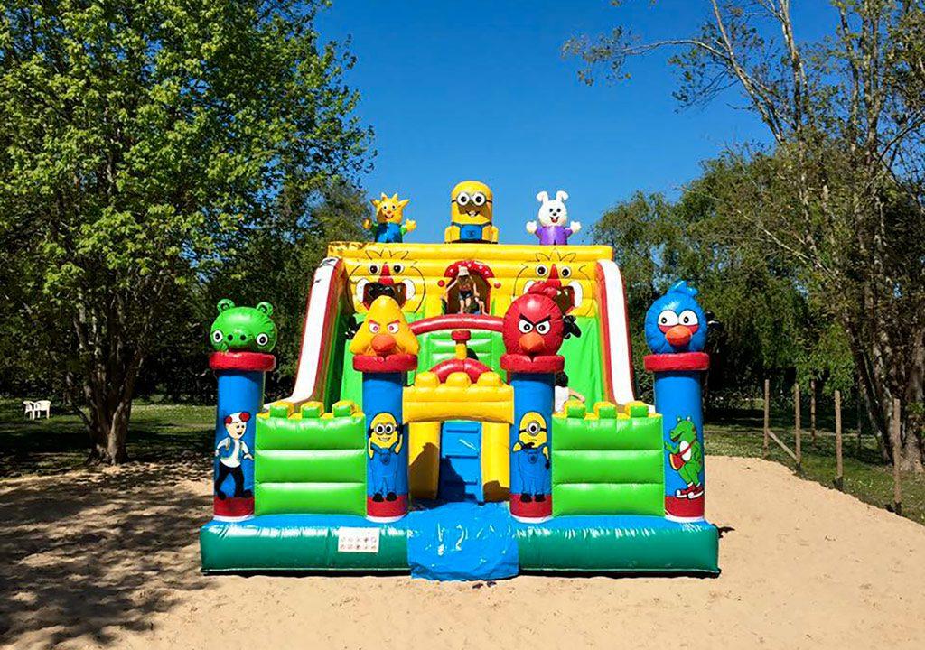 Jeux pour enfants - Structure gonflable - Camping Biarritz avec parc aquatique