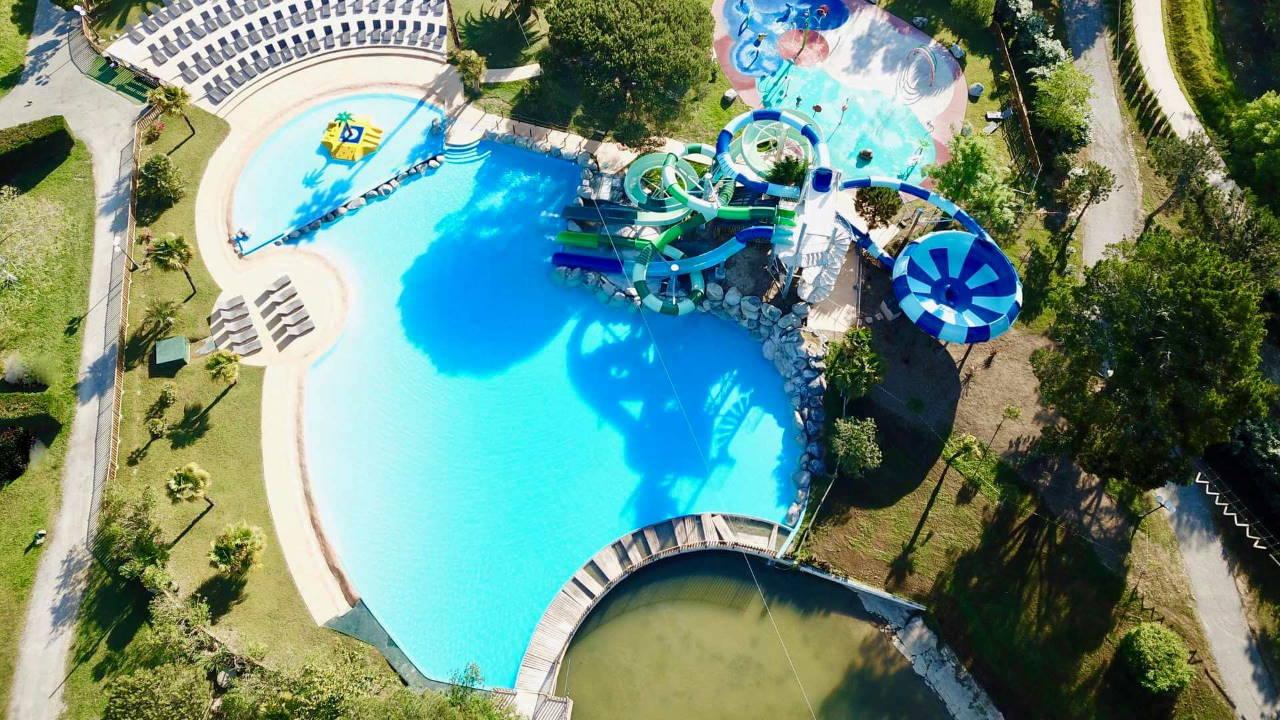 Piscine aquatique vue par drone - Camping Biarritz