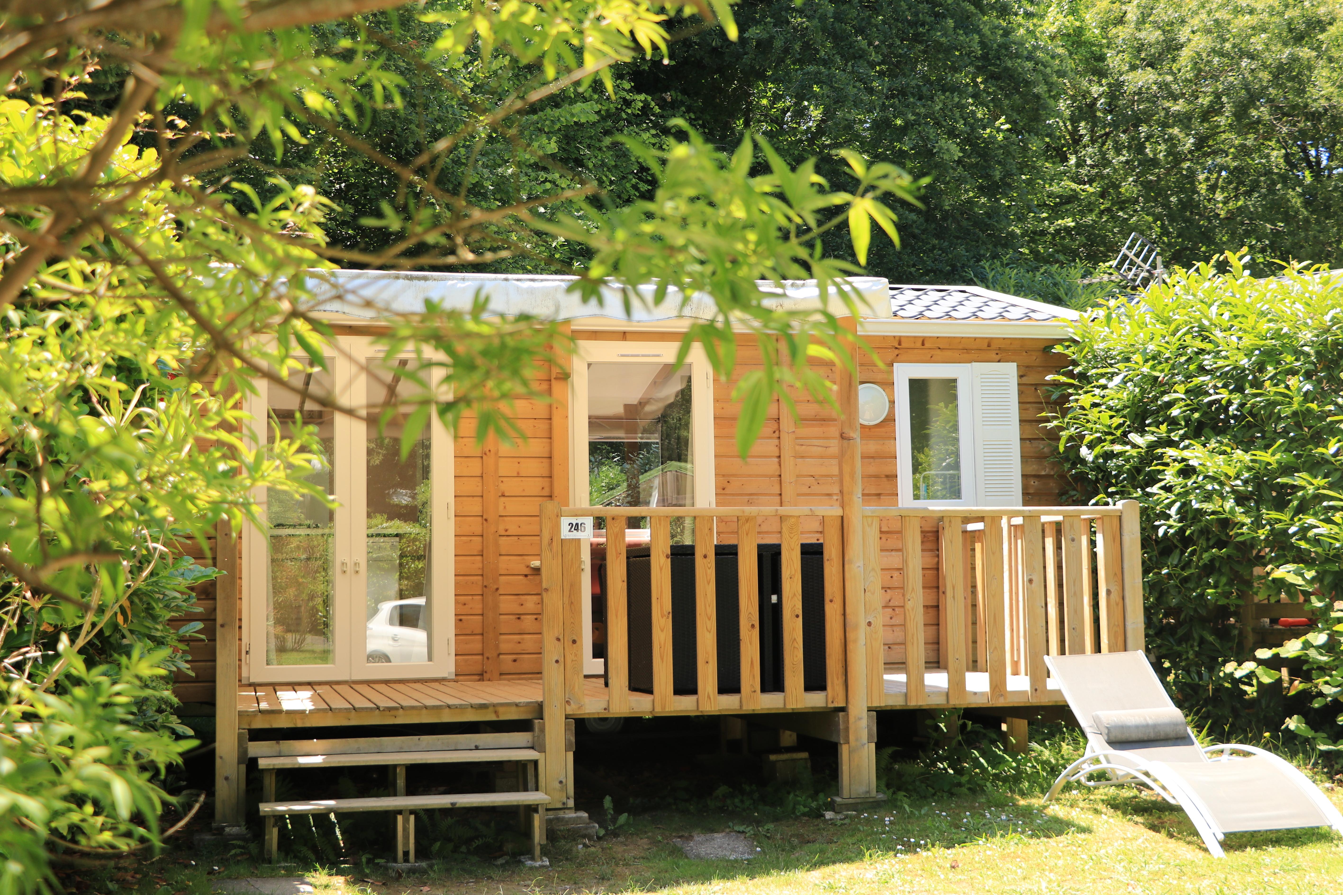 Vue extérieure du cottage Cosy avec terrasse - Camping Biarritz