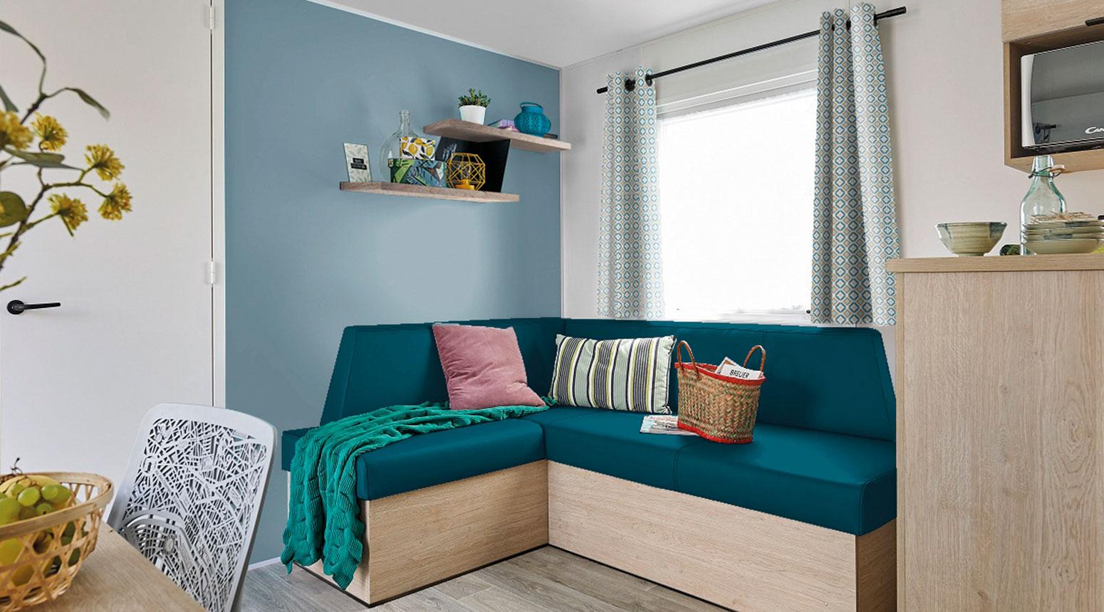 Salon avec canapé vente de mobil home Bidart Camping Le Ruisseau